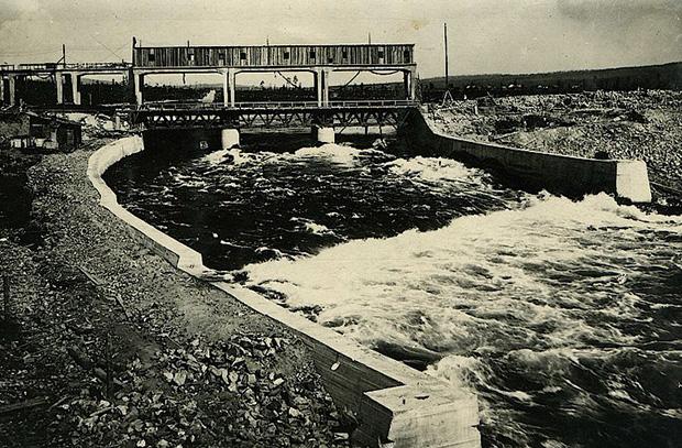 Первая в мире атомная электростанция начала работать в 1954 г в - b