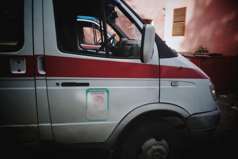 Водворе дома вКраснодаре мужчина задавил 3-летнюю девочку