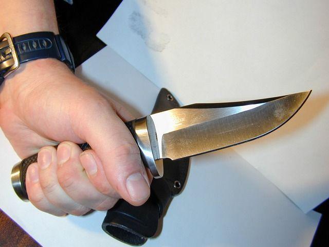 Жительница Ростовской области под угрозой ножа отдала бандиту млн руб.