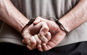 На Ставрополье находящегося в розыске мужчину поймали при входе в здание суда