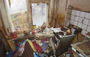 В Кирове приставы выселили гражданина превратившего квартиру в помойку