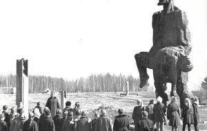 Беларусь вспоминает трагедию Хатыни