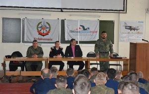 В Краснодаре поисковики встретились с курсантами высшего военного авиационного училища