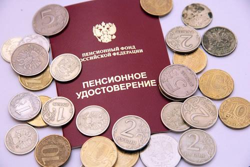 Работающим пенсионерам обещали поднять пенсии на222 рубля