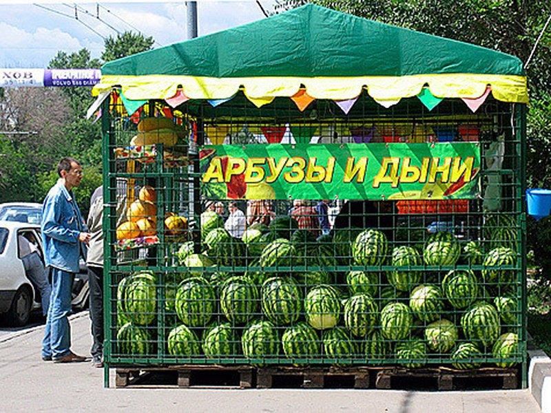 Роспотребнадзор рекомендует россиянам мыть арбузы с мылом