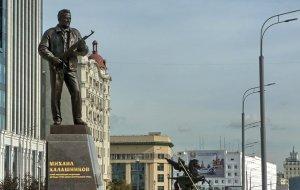 На постаменте памятника Калашникову изобразили чертеж немецкой штурмовой винтовки Шмайссера StG 44