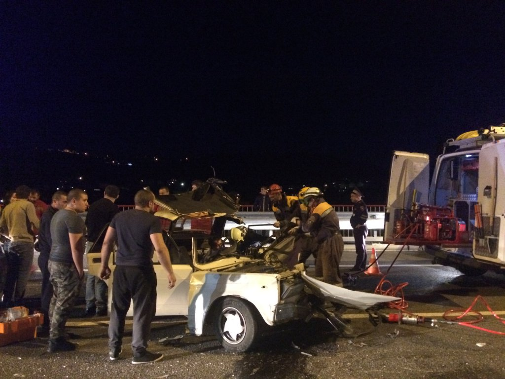 В итоге  массовой трагедии  вСочи водном изавто зажало водителя