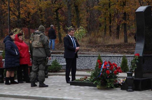 Открытие монумента добровольцам Донбасса вРостове посетил помощник президента РФ