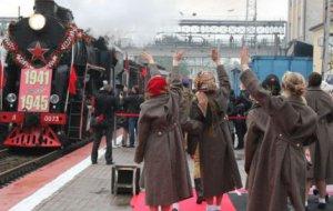 22 апреля. 10:50. На железнодорожную станцию «Новороссийск» прибывает ретро-поезд «Победа»