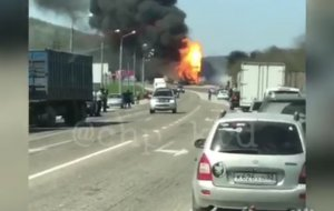 Пожар. Огромная пробка на въезд и выезд из Новороссийска из-за пожара