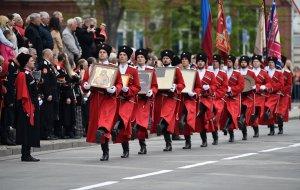 Порядка десяти тысяч человек принимают участие в параде Кубанского казачьего войска
