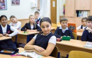 Школы Таджикистана с обучением на русском языке получили почти две тысячи учебников из России