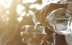 Как заставить себя пить больше воды
