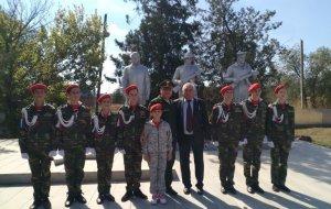 В станице Мечетинской юнармейцы открыли памятник выдающемуся советскому оружейнику Фёдору Токареву