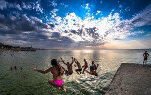 В Геленджике решили не закрывать летний курортный сезон, а продолжить!