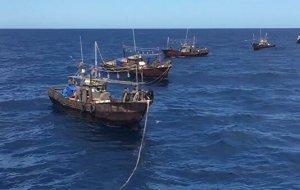 Российские пограничники открыли огонь по кораблю браконьеров из КНДР