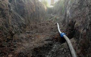 Специалисты РЭУ «Ейский групповой водопровод» ГУП КК «Кубаньводкомплекс» устранили скрытые утечки водопровода в поселке Большелугский