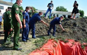 Активисты следственного управления СКР по Краснодарскому краю приняли участие в торжественном захоронении останков советских солдат в Крымском районе