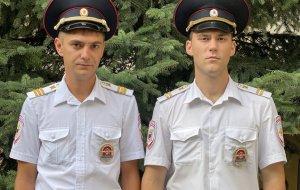 В Новороссийске сотрудники патрульно-постовой службы спасли семью из горящего дома
