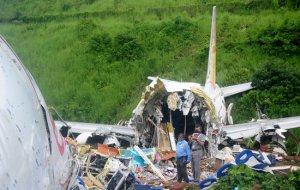 Пассажиры выжили чудом в самой страшной авиакатастрофе Индии