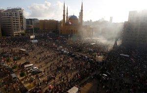 Антиправительственные протесты идут сейчас в Бейруте.