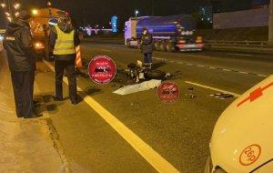Авария с погибшим мотоциклистом шокировала водителей на МКАД
