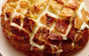 Сытно и быстро: оригинальный сырный хлеб