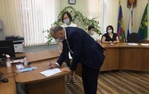6 августа Ивану Демченко вручено удостоверение кандидата в депутаты Государственной Думы РФ VIII созыва